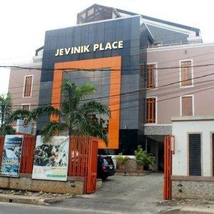 Jevinik Place, Aba